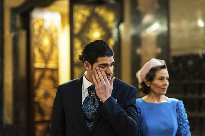novio emocionado entrada novia